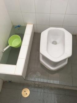 Bangkok-Thailand-toilet-washroom-dirty